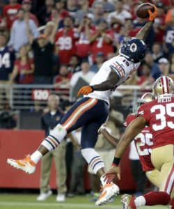 Brandon Marshall makes one handed catch while playing for the Chicago Bears